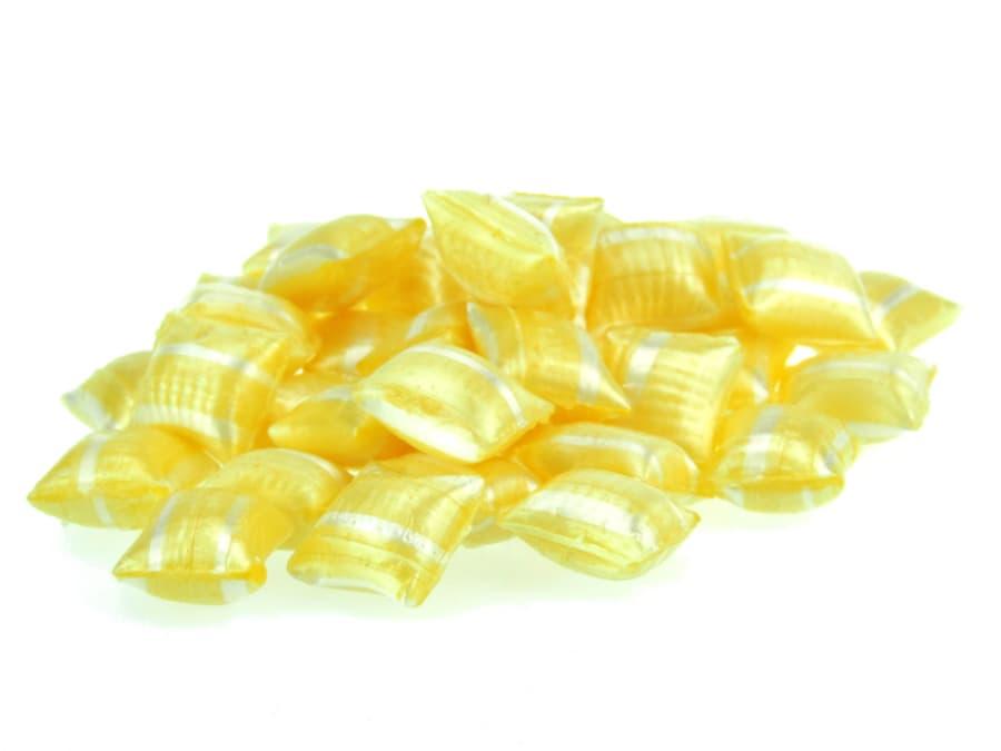 gefüllte Eierlikör Bonbons in Kissenform von Aromatikus