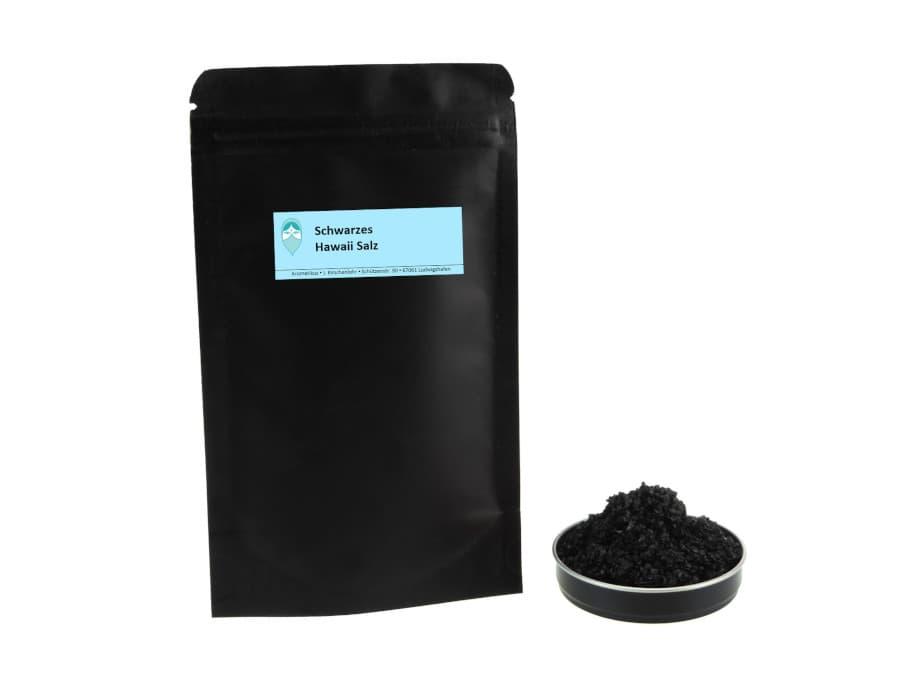 schwarzes Hawaiisalz mit Aktivkohle von Aromatikus im verschließbaren Nachfüllpäckchen