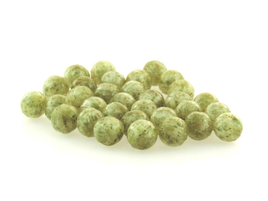 frische Minze Bonbons in Kugelform mit gefriergetrockneten Fruchtstücken von Aromatikus