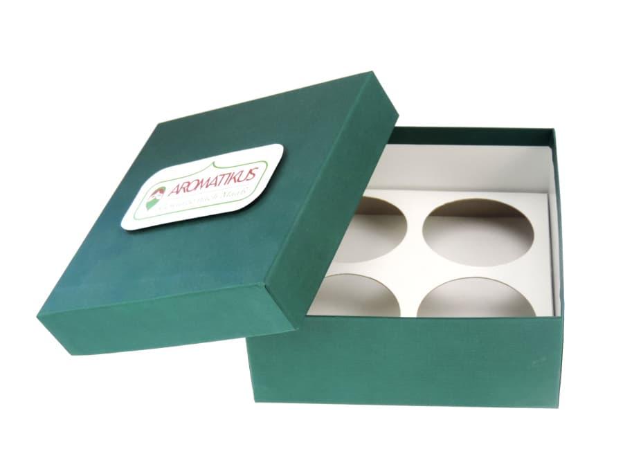 grüne Geschenkbox für vier individuell gewählte Gewürze von Aromatikus
